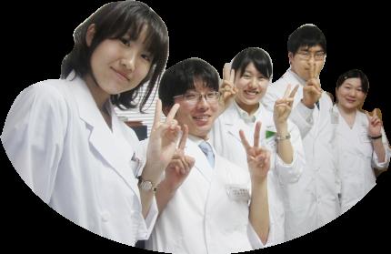薬剤師育成プログラムの研修生たち